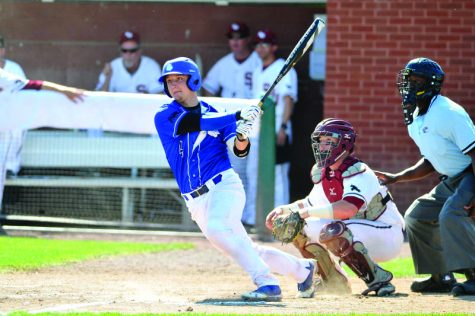 Baseball extends win streak
