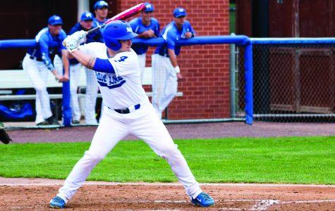 Baseball extends win streak