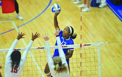 Volleyball drops championship match to Dayton in five-set nailbiter