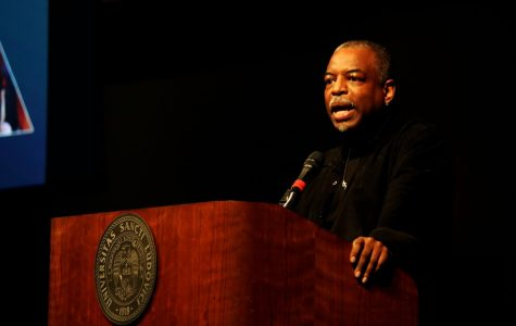 LeVar Burton, host of Reading Rainbow, speaks to students about importance of literacy