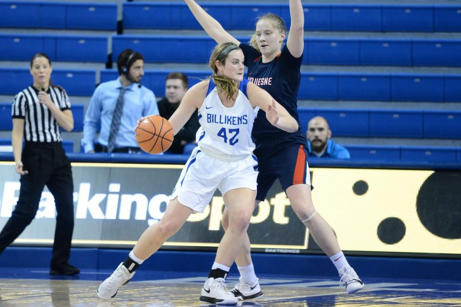 Senior+guard+Maddison+Gits+pushes+past+a+Duquesne+defender.+Gits+scored+in+double+digits+twice+in+the+final+three+games%E2%80%94against+Duquesne+and+K-State.