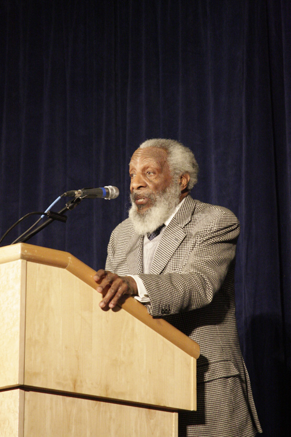 Civil+rights+activist%2C+comedian+and+Black+History+Month+keynote+speaker%2C+Dick+Gregory%2C+gives+a+speech+on+Feb.+15+in+the+Wool+Ballrooms.++Mark+Campos%2F+Senior+Staff+Photographer