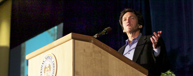The+Great+Issues+Committee+hosts+writer+Mitch+Albom+on+Wednesday%2C+April+25+at+7+p.m.+in+the+BSC+Wool+Ballrooms.+Albom+discussed+his+most+recent+book%2C+Have+a+Little+Faith.+Minghao+Gao%2FStaff+Photographer+