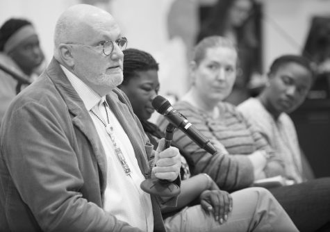 Sunflower Project: Rick Reilly responds to an audience member's question. John Schuler / Photo Editor