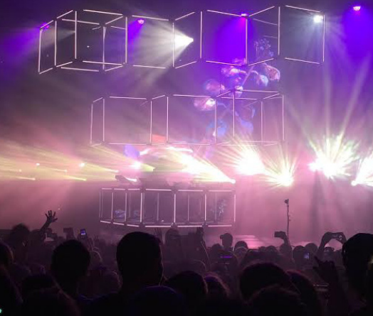 Flume's sounds and stage satisfes fans