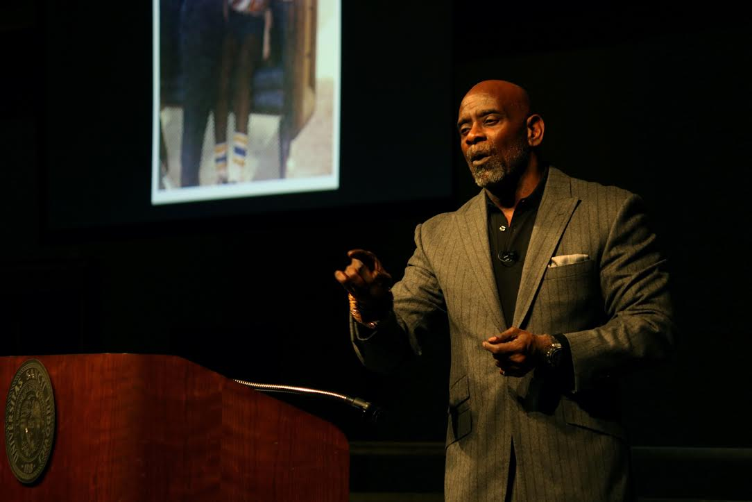 Chris+Gardner+addresses+students+about+his+pursuit+to+%E2%80%98happyness%E2%80%99