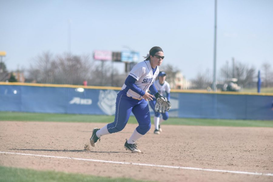 Senior+infielder+Allie+Macfarlane+fields+a+ground+ball+against+SIU.+She+hit+her+fifth+career+grand+slam+at+the+Rock+Chalk+Challenge.