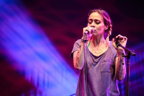 """Fiona Apple's """"Fetch the Bolt Cutters"""" Is An Unfiltered Expression Of Self"""